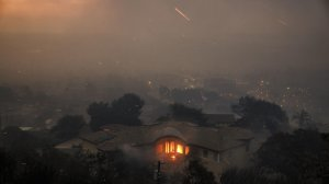 A home burns on a hillside overlooking Ventura during the Thomas Fire on Dec. 5, 2017. (Credit: Marcus Yam / Los Angeles Times)