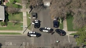 Burbank police serve a search warrant at a home in the 1800 block of North Niagara Street on Jan. 24, 2018. (Credit: KTLA)