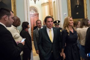 Casino magnate Steve Wynn, center, walks to a closed-door Senate GOP conference meeting on Capitol Hill, June 27, 2017. (Credit: Drew Angerer / Getty Images)