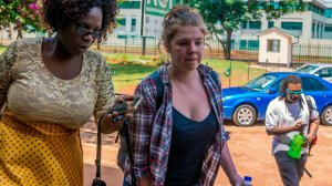 Martha O'Donovan arrives at Harare Magistrate's Court on Nov. 4, 2017. (Credit: Jekesai Njikizana / AFP / GettyImages)
