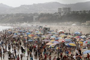 A large crowd of people gather at Santa Monica Beach on June 30, 2011, amid a heat wave gripping the southwest U.S. (Credit: JONATHAN ALCORN/AFP/Getty Images)