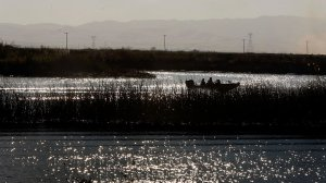 Boaters navigate the Middle River in the Sacramento River Delta in 2010. (Credit: Luis Sinco / Los Angeles Times)