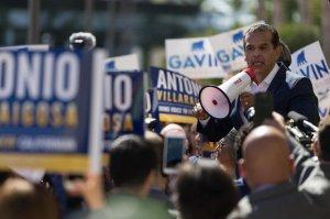 Gubernatorial candidate Antonio Villaraigosa addresses his supporters. (Credit: Kent Nishimura/Los Angeles Times)
