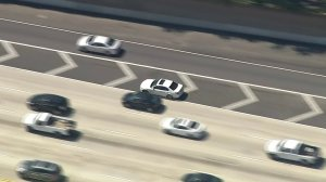 A speeding BMW leads LAPD on a chase on the southbound 405 Freeway in West L.A. on March 23, 2018. (Credit: KTLA)