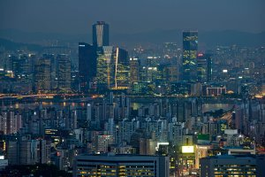 A photo taken on May 9, 2014 shows the Seoul city skyline at dusk. (Credit: ED JONES/AFP/Getty Images)
