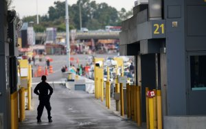 Customs and Border Protection agents check vehicles entering the United States at the San Ysidro Port of Entry on Friday, Feb. 10, 2017.(Credit: Sandy Huffaker / AFP / Getty Images)