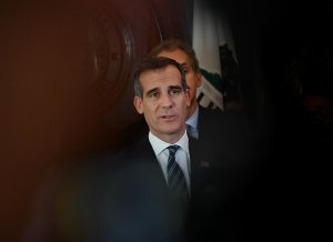 Los Angeles Mayor Mayor Eric Garcetti declares an emergency homeless shelter crisis after returning to Los Angeles from on April 17, 2018. (Credit: Mark Ralston / AFP / Getty Images)