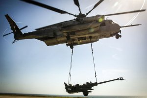 A Marine Corps CH-53E Super Stallion helicopter lifts an M777 howitzer during integrated slingload training at Marine Corps Base Camp Pendleton on April 12, 2017. (Credit: U.S. Marine Corps/Cpl. Frank Cordoba)