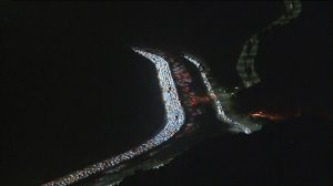 Traffic is seen hours after a fiery big rig crash on the 405 Freeway near Mulholland Drive. (Credit: KTLA)
