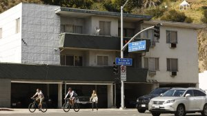 Pedestrians walk by an apartment on West Hollywood's list of buildings possibly at risk in an earthquake. (Credit: Genaro Molina / Los Angeles Times)