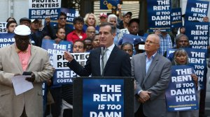 Los Angeles Mayor Eric Garcetti speak at an April 2018 rally endorsing an initiative that would allow for the expansion of rent control. (Credit: Katie Falkenberg / Los Angeles Times)