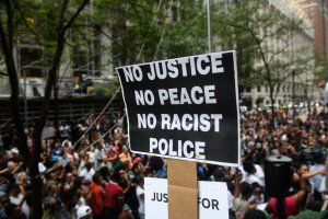 More than 200 people gathered for a rally to protest the fatal shooting of an unarmed black teen at the Allegheny County Courthouse on June 21, 2018 in Pittsburgh, Pennsylvania. (Credit: Justin Merriman/Getty Images)