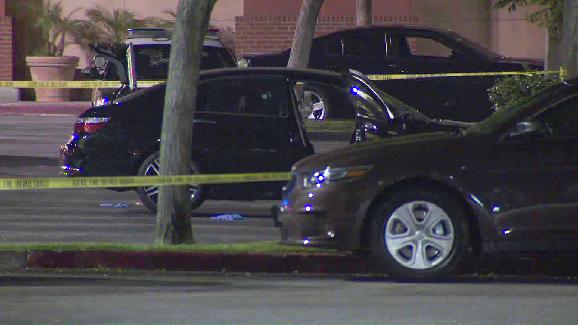 Authorities investigate a deadly shooting in Bell Gardens on July 26, 2018. (Credit: KTLA)