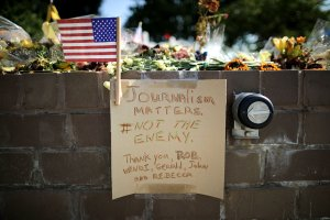 Flowers and a hand-written note adorn a makeshift memorial outside the Capitol Gazette offices in Annapolis, Maryland, on July 2, 2018, for the employees killed by a gunman the week before. (Credit: Chip Somodevilla / Getty Images)