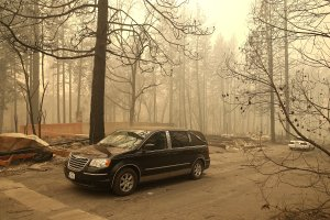 A hearse carries the remains of two deceased victims of the Camp Fire on Nov. 10, 2018 in Paradise, California. (Credit: Justin Sullivan/Getty Images)