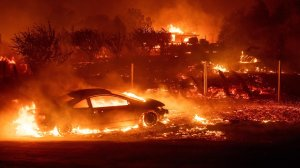Vehicles and homes burn as the Camp Fire tears through Paradise, California on November 8, 2018. (Credit: Josh Edelson/Getty Images