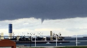 A funnel cloud forms off the coast of Long Beach on Jan. 5, 2019. (Credit: @Erik_Bookman on Twitter)