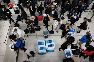 Passengers wait in a Transportation Security Administration line at JFK airport in New York City on Jan. 9, 2019. (Credit: Spencer Platt / Getty Images)