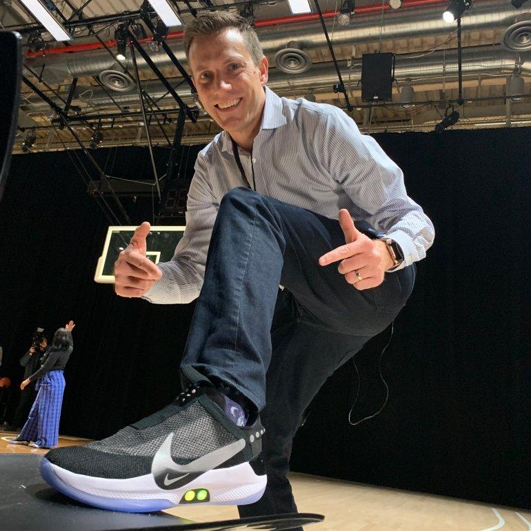 Tech Reporter Rich DeMuro tries on Nike BB Adapt