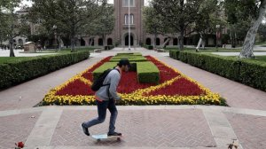 The USC campus outside Bovard Hall is seen in this undated photo. (Credit: Robert Gauthier / Los Angeles Times)