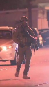 Deputies respond to a barricaded kidnapping suspect in Bellflower on Aug. 15, 2019. (Credit: KTLA)