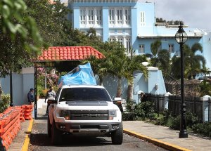 A truck carrying items covered by a tarp leaves the governor's mansion in Old San Juan where Puerto Rico Gov. Ricardo Rosselló resides on Aug. 2, 2019. (Credit: Joe Raedle / Getty Images)