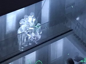 Los Angeles County Sheriff's Department Special Enforcement Bureau deputies prepare to raid an apartment containing a kidnapping suspect and victim in Bellflower on Aug. 16, 2019,, as seen in this thermal image provided by sheriff's officials.