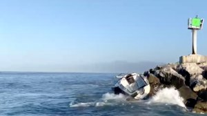 Deputies rescued 3 men after their sailboat crashed on rocks in Marine del Rey on Sept. 7, 2019. (Credit: Los Angeles County Sheriff's Department)