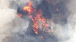 Flames from the Tenaja Fire rage in the Murrieta area on Sept. 5, 2019. (Credit: KTLA)