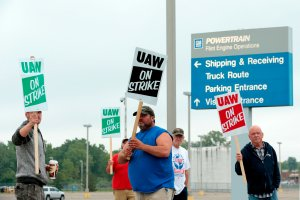 Members of the United Auto Workers (UAW) who are employed at the General Motors Co. Flint Powertrain plant in Flint, Mich., picket outside of the plant as they strike on Sept. 16, 2019. (Credit: JEFF KOWALSKY/AFP/Getty Images)