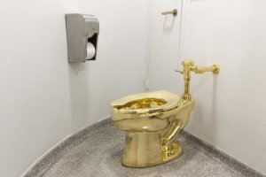 A solid gold toilet stolen from former home of Winston Churchill in England is seen in an undated photo. (Credit: Maurizio Cattel via CNN)