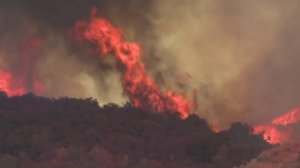 The Getty Fire burns through hundreds of acres near Brentwood on Oct. 27, 2019. (Credit: KTLA)