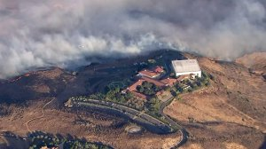 The Easy Fire burned dangerously close to the Ronald Reagan Presidential Library in Simi Valley on Oct. 30, 2019. (Credit: KTLA)