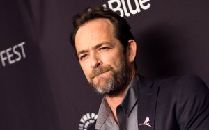 """Actor Luke Perry attends The 2018 PaleyFest screening of """"Riverdale"""" at the Dolby Theater on March 25, 2018, in Hollywood, California. (Credit: VALERIE MACON/AFP via Getty Images)"""