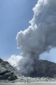 A volcanic eruption on New Zealand's White Island on Dec. 9, 2019. (Credit: @sch on Twitter)
