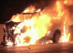 Man rescues stranger from burning minivan on I-290