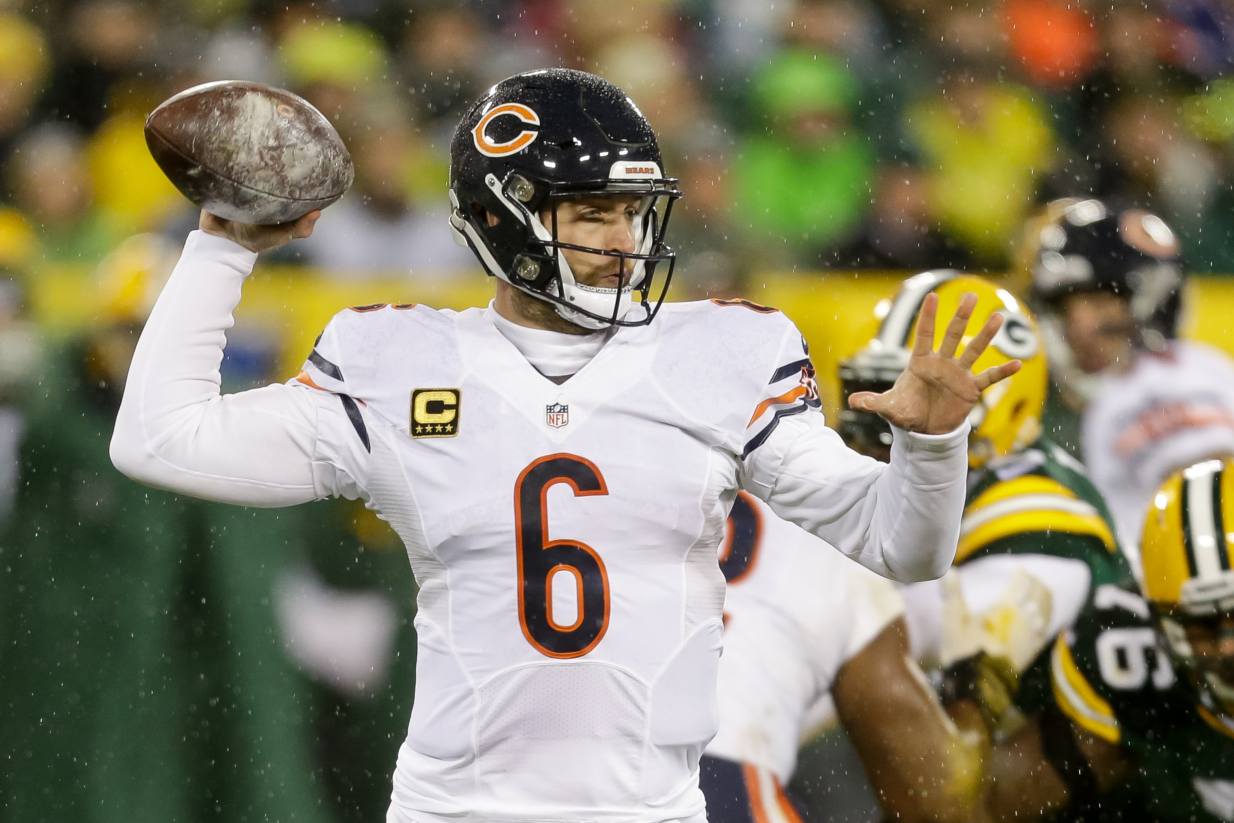Quarterback Jay Cutler #6 of the Chicago Bears looks to pass in the first quarter against the Green Bay Packers at Lambeau Field on November 26, 2015 in Green Bay, Wisconsin. (Photo by Mike McGinnis/Getty Images)