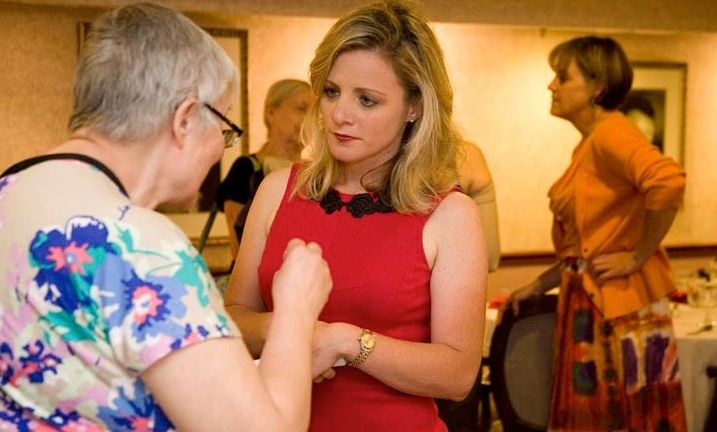 Randi Belisomo talks with a senior citizen during an event in Evanston, Illinois. (Courtesy: Randi Belisomo.)