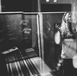 Photo of Kesha recording posted on Photo via @iiswhoiis