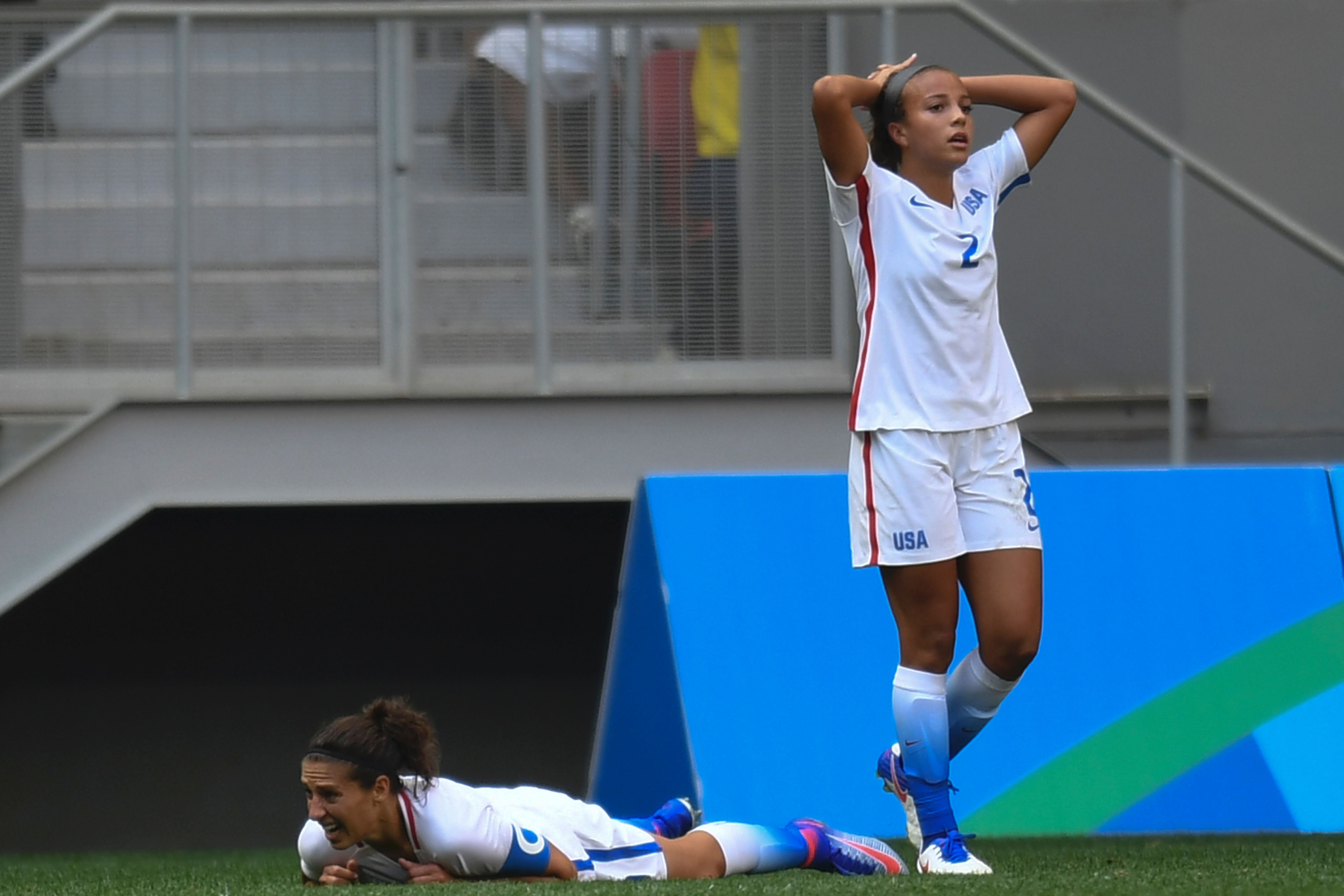 US' forward Mallory Pugh (R)and midfield Carli Lloyd react during the Rio 2016 Olympic Games Quarter-finals women's football match USA vs Sweden, at the Mane Garrincha Stadium in Brasilia on August 12, 2016. / AFP / EVARISTO SA (Photo credit should read EVARISTO SA/AFP/Getty Images)