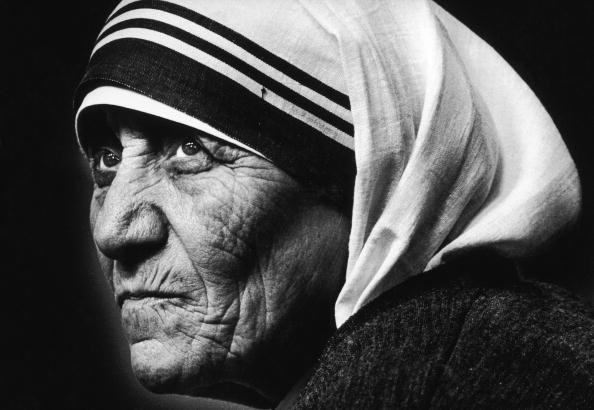 Mother Teresa of Calcutta (1910 - 1997) visits St. James' Church in Piccadilly, London, 8th July 1981. (Photo by John Downing/Getty Images)
