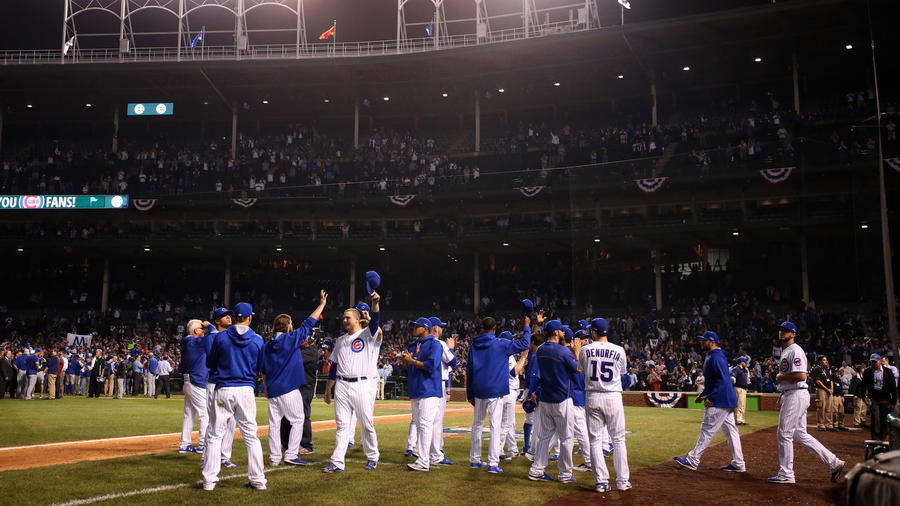 Cubs Salute the Fans