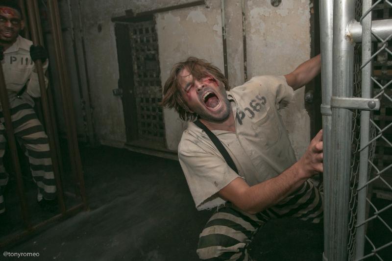 terror_behind_the_walls-6