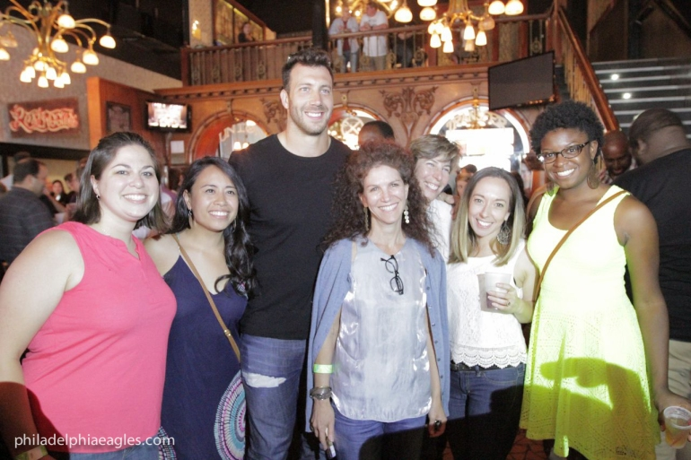 Eagles Connor Barwin raises $170K for South Philly Park-140624-