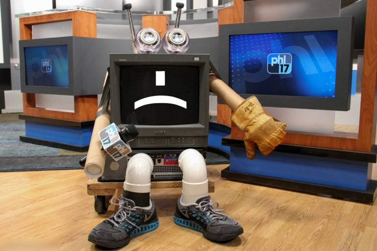 PHL17-Bot gives the thumbs down to the Hitchbot Tragedy.