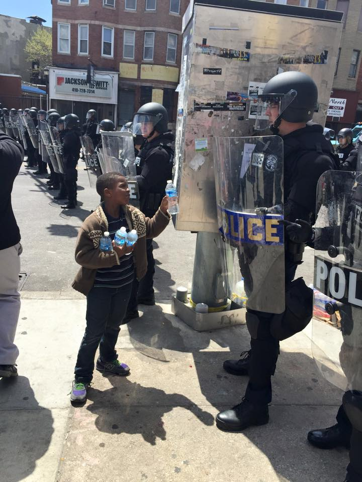 boy gives cops water