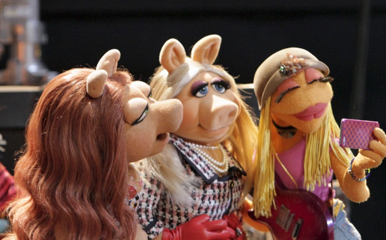 Miss Piggy & Kermit's new love, Denise, were friends?!