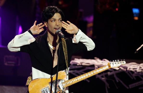 LOS ANGELES, CA - MARCH 19:  Musician Prince performs on stage at the 36th NAACP Image Awards at the Dorothy Chandler Pavilion on March 19, 2005 in Los Angeles, California. Prince was honored with the Vanguard Award.  (Photo by Kevin Winter/Getty Images)